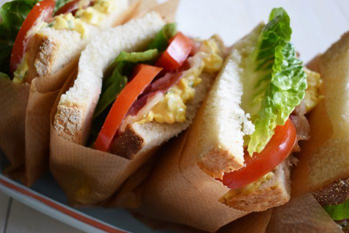 Bierliefde BLT eiersalade sandwich